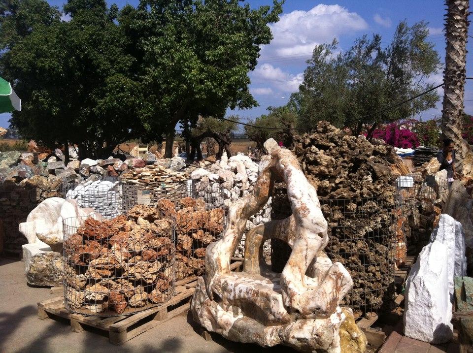 חומרים לבניית מסלעות במתחם המכירות של סלעים.קום